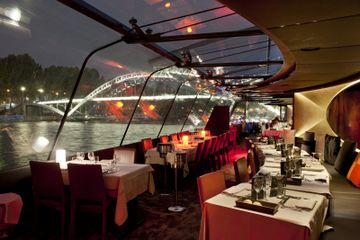 Bateaux Parisiens New Years Eve Seine Cruise 6 Course Gourmet Dinner Live Music Dinner Cruise Seine River Cruise Paris New Years Eve
