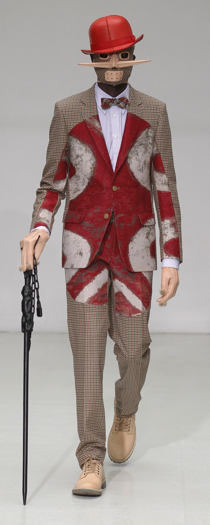 Not just straight lines and angles have to be used, even with the tartan pattern playing a large role in my design concept I can challenge the stereotypes and bring in curves to the lines and panels it sits within // Walter van Beirendonck aw 12/13