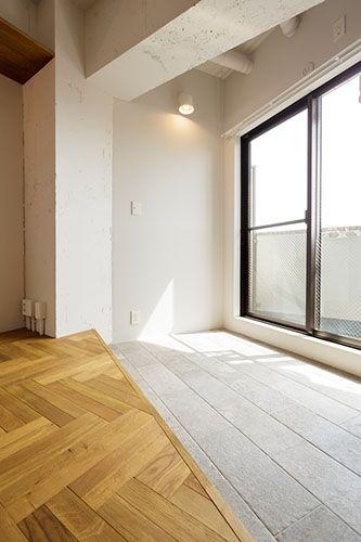 バルコニーがある窓辺を土間にするというアイデア。グリーンを置いたりハンモックを吊るしたり、半屋外的に使いたい。