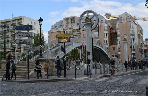 Pont levant de la rue de Crimée Paris 75019. Mis en service en 1885, il fonctionne toujours.