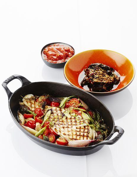 Recept pladijs op de barbecue met tomatencompote en gelakte aubergine