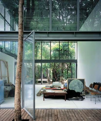 Love indoor/outdoor houses. Especially enchanted by pivot doors. This is beautiful.