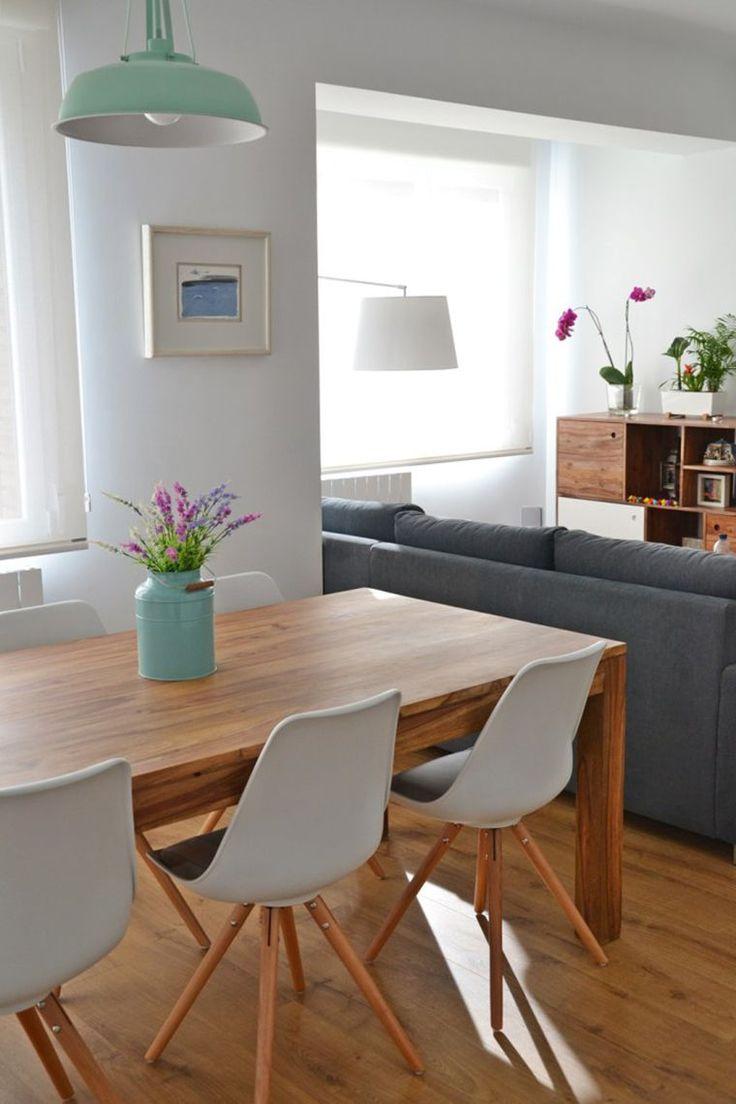 Sala de estar e jantar integradas.  http://www.acasaqueaminhavoqueria.com/sala-de-estar-e-jantar-integradas-minha-nova-obsessao/