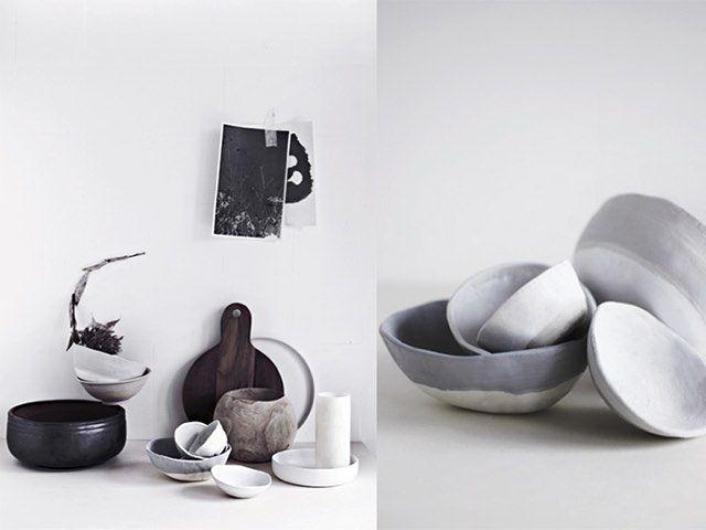 Keramik og porcelæn hitter som aldrig før i hjemmet. Køb dine favoritter fra nogle af landets mange dygtige keramikere, eller lav dine egne smukke skåle af lufttørrende ler. Se hvordan på www.boligliv.dk  Foto: VK stockimages #boligliv #boliglivdiy #diy