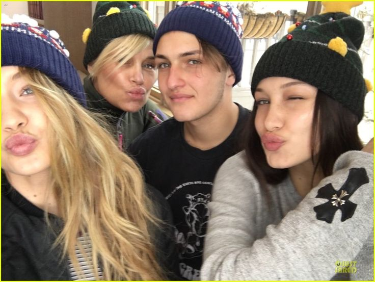 "Gigi & Bella Hadid Celebrate White Christmas w Lil Bro Anwar: Photo #909105. Gigi Hadid celebrates a dreamy white Christmas atop snow slopes with her family – mom Yolanda Foster, sister Bella Hadid, and brother Anwar Hadid.    ""MERRY…"