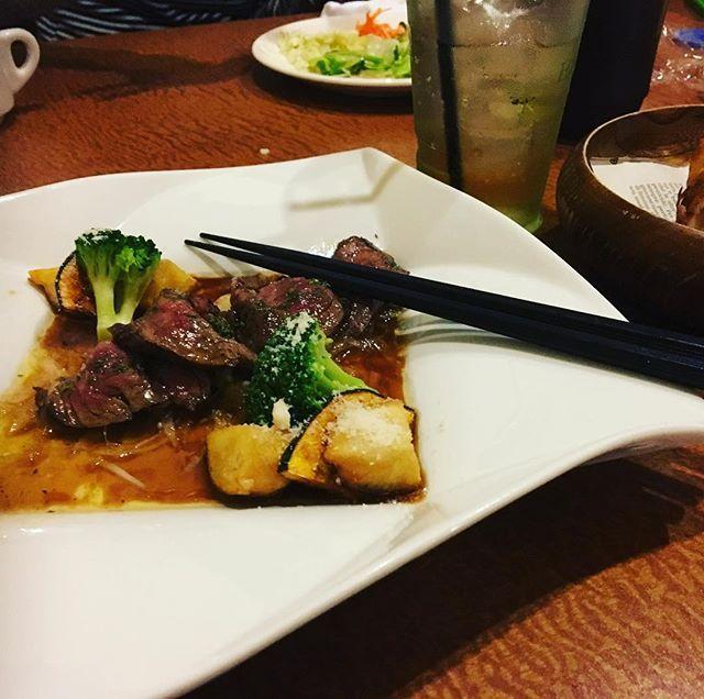 20年来の親友とランチ。 赤ちゃんの成長は早い。 前に会った時はまだ赤ちゃんだったのに‼️ 友達のおすすめのハラミランチを食す。 パスタもハンバーグもどれも美味しそうだった。 次は電車で来よう🎶 #肉 #ハラミ #lunch #instafood #foodpic #foodphotography #beef #肉食系女子 #共食い と言われそう #息子 に#怒られた