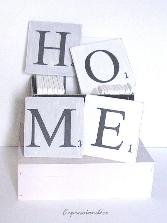 Lettres en bois home fa on scrabble bois patin gris et for Decoration murale scrabble
