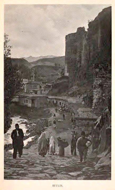 Bitlis, 1900. Sağda Bitlis Kalesi ..Çok güzel....İnanılmaz güzel.... pic.twitter.com/72mg35amem