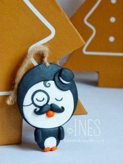 L'élégant M. Pingouin et sa moustache (décoration de sapin de Noël en fimo)…