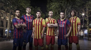 La firma deportiva Nike ha desvelado las nuevas equipaciones que lucirá el Barça, actual campeón de Liga BBVA, para la próxima temporada 2013-14, con un regreso a las franjas estrechas verticales de color blaugrana y cuello amarillo para la primera camiseta y, como la gran novedad, será la 'Senyera' quien vista al equipo como protagonista de la segunda indumentaria.