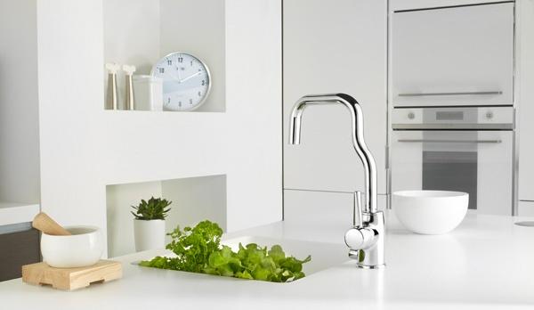 White Alessi kitchen. Faucet: La Cucina Alessi by Oras, designed by Alessandro Mendini.
