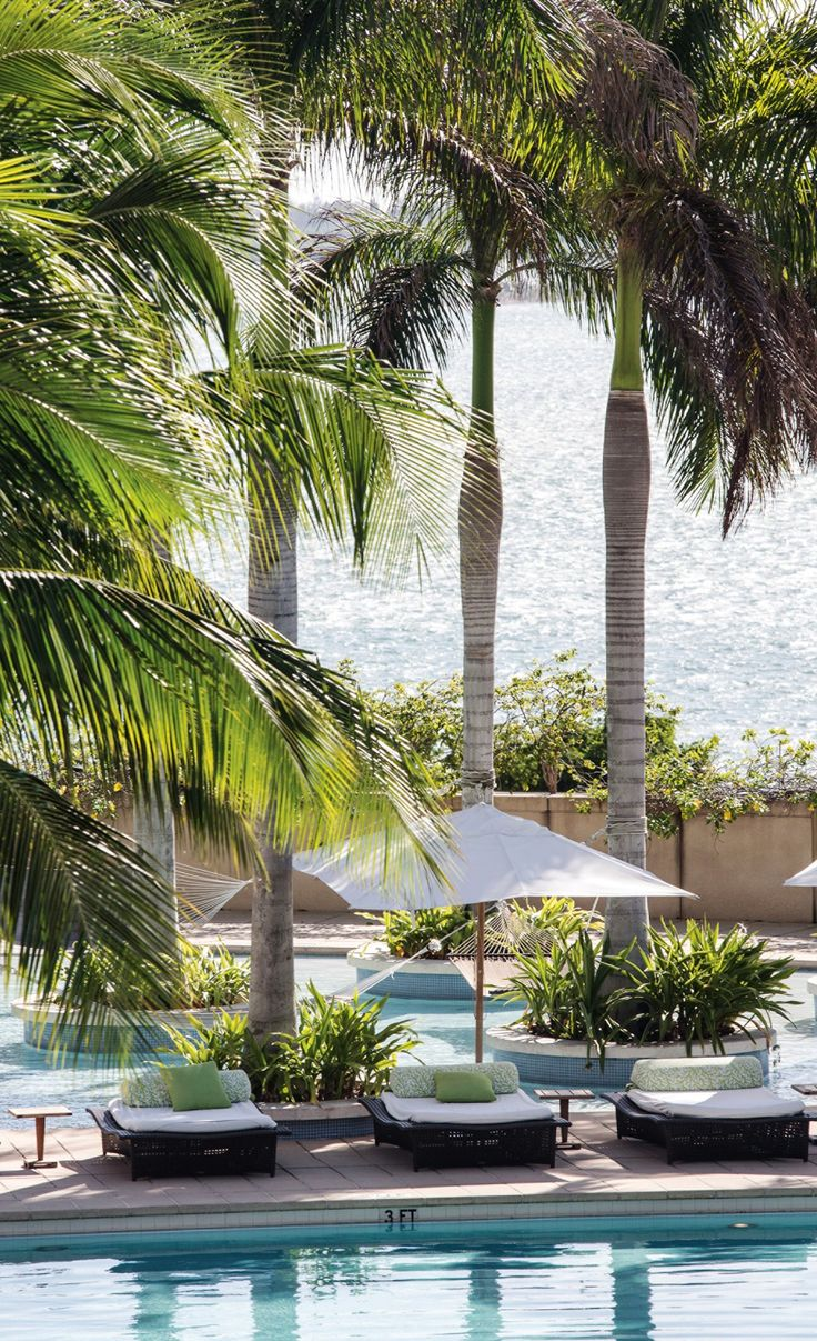 What's better than a pool? A rooftop pool, of course. @Four Seasons Hotel Miami