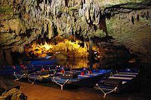 Tropfsteinhöhle bei Pyrgos Dirou – Wikipedia