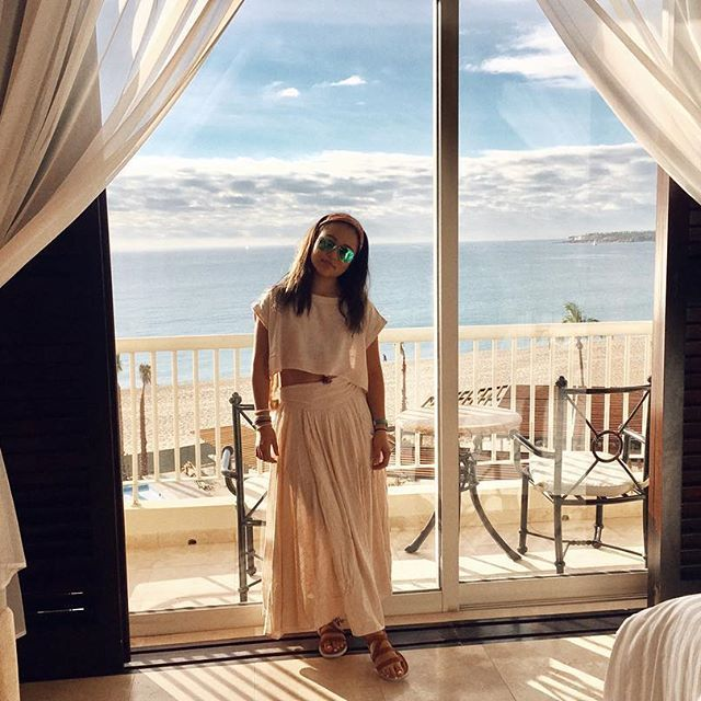 【bewillwhatever】さんのInstagramをピンしています。 《Waking up to this view and the sound of the wave🌊😌 . . . #belair #hotel #view #outside #cano #sanjose #mexico #photograph #japanese #beach #day #sunny #bestvacation #travel #旅行 #景色 #写真 #綺麗 #海 #ホテル #カボ #メキシコ》