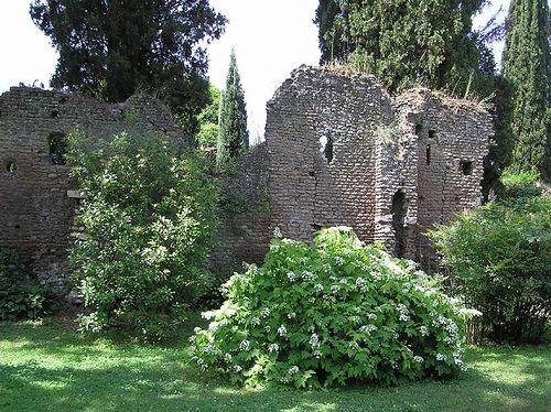 Rovine giardino di ninfa loc doganella cisterna di - I giardini di alice latina lt ...