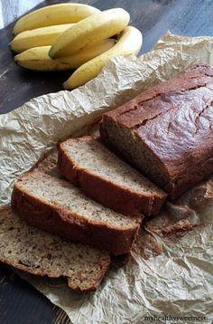 banana bread - vegan et sans gluten. Testé avec farine de riz brun, un peu de farine de coco pour remplacer la poudre d'amande que je n'avais pas, lin à la place de l'oeuf, pépites de chocolat et très peu de sucre de coco pour remplacer le sucre dans la recette initiale.