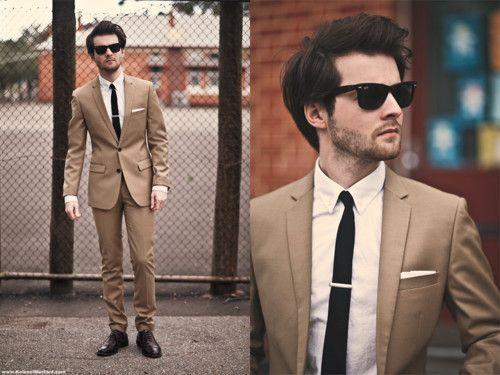 Tan suit, skinny tie?