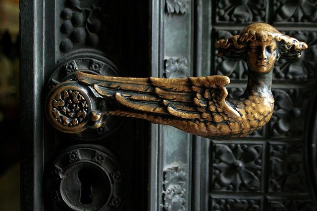 082607_koln_03.JPG  Door knob at entrance to the Kölner Dom
