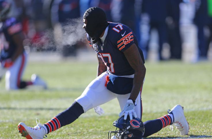 Dec 18, 2016; Chicago, IL, USA; Chicago Bears wide receiver Alshon Jeffery (17) warms up prior to a game against the Green Bay Packers at Soldier Field. Mandatory Credit: Dennis Wierzbicki-USA TODAY Sports