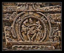 Pattadakal était un lieu de culte pour les anciennes dynasties du Karnataka: un recueil de Hindu temple architecture témoigne de l'importance que devait le site. Pattadakal, sur les rives de la rivière Malaprabha, constitue, avec Ahiole et Badami, le noyau le plus important pour le développement de temple indien dans le Deccan. Devenir capitale politique et religieuse de la Châlukya à sec.