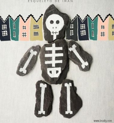 DIY skeleton rock puzzle - halloween craft for kids // Csontváz kirakó játék kavicsokból - halloween ötlet gyerekeknek // Mindy - craft tutorial collection // #crafts #DIY #craftTutorial #tutorial #HalloweenCrafts #Halloween #DIYHalloweenDecor #DIYHalloweenCostumes