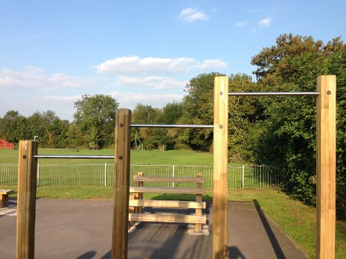 outdoor pull up bar set