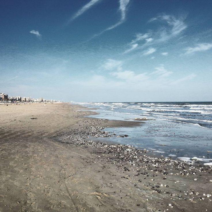 Sentirsi piccoli. Spiaggia di Rimini - Instagram by matteomammato