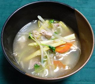 鶏もも肉と野菜のコラーゲンたっぷりスープと簡単な2品