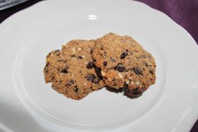 Disse cookiesene er de beste jeg har prøvd innen lavkarbo!       Ingredienser: 2 egg 150 gr smør 3 ts jbkm 4 ss kokkosmel 4 ss mandelmel   ...