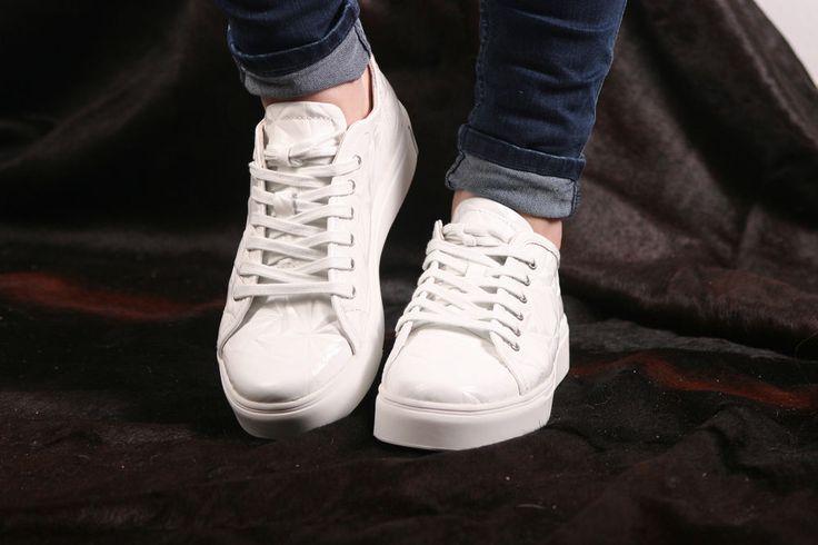 Blackstone Sneaker- flacher, sehr leichter Damensneaker 3D Optik- NL34 White #blackstone #gotingcliff #landbootique #sneaker #damensneaker