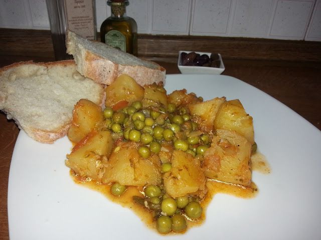Momzcuisine : Peas with potatoes in red sauce a.k.a Arakas Kokkinistos me patates