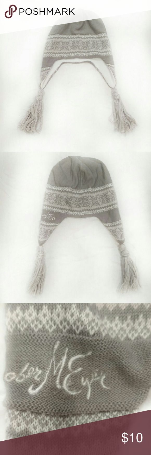 🎉HP🎉Obermeyer Boho Snowboarding Hat - one size - warm ear flaps, especially under helmets! - no top tassel or pom so your helmet fits over it -Grey and White - lined so i it doesn't  itch - cool tassels on end of ear flaps - they also help to pull ear flaps down if your hat rides up?? Obermeyer Accessories Hats