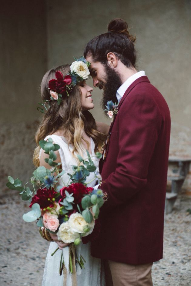 Love this Marsala inspired boho wedding !