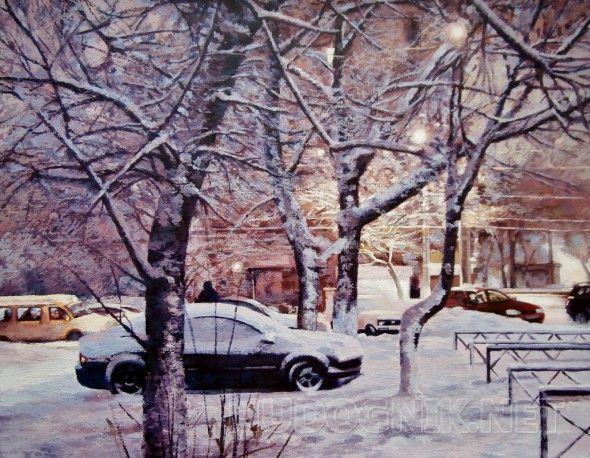 Снежное утро Раннее зимнее утро, огни города сквозь темные ветви деревьев, движение автомобилей, автомобиль под снегом