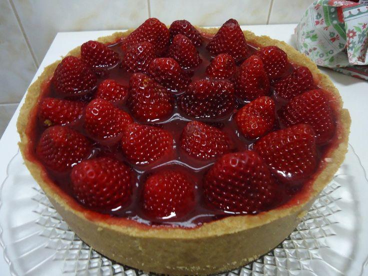 Uma linda torta de morango, mais saborosa que essa não tem!