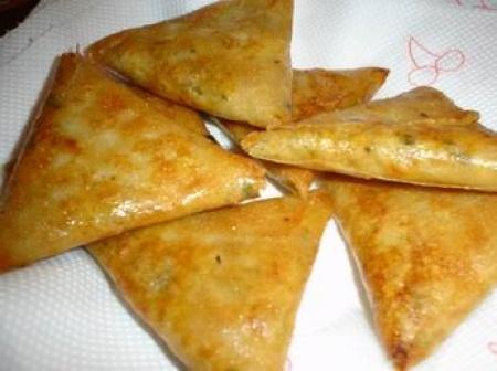 Recette bricks à la viande : une recette simple à préparer, rapide et estimée déposée par Samira.