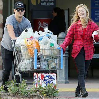 海外セレブニュース&ファッションスナップ: 【テイラー・ロートナー】少しぽっちゃりしたテイラー、熱愛中のキャリー・フィッシャーの娘と食料を大量買...