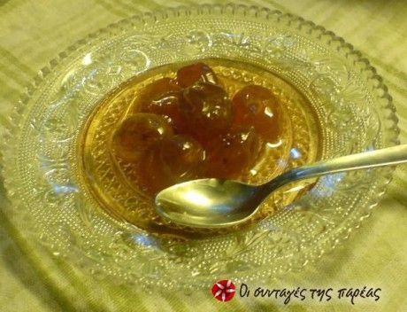 Το γλυκό αυτό του κουταλιού είναι πανεύκολο και γίνεται στο φούρνο.