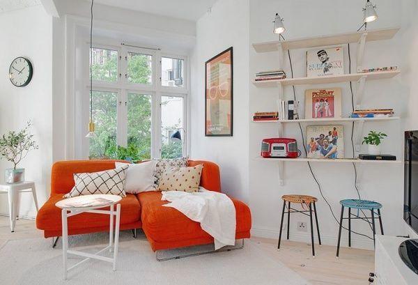 北欧デザインはシンプルミニマムがコンセプトの省スペースにピッタリ。オレンジのソファべッドが白で統一されたお部屋に映えます。お気に入りのAVラックコーナーはライティングして。