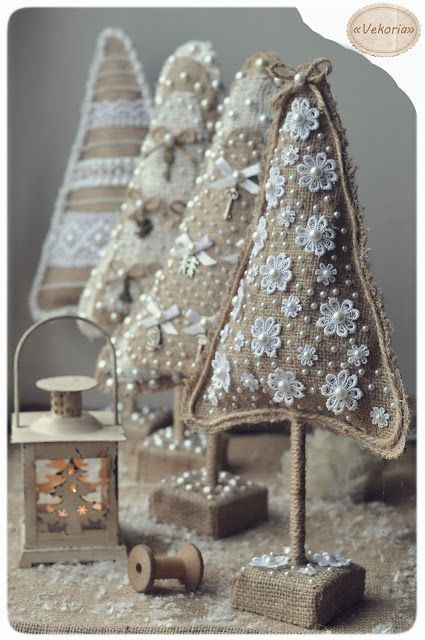 Christmas tress from burlap decorated with white (lace, pearls, bows and charms) # pin maudjesstyling