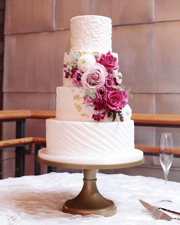 Wunderschöner 4-stufiger Buttercremetörtchen mit einer Kombination aus …   – Dessert Tables | Wedding & Birthday Cake