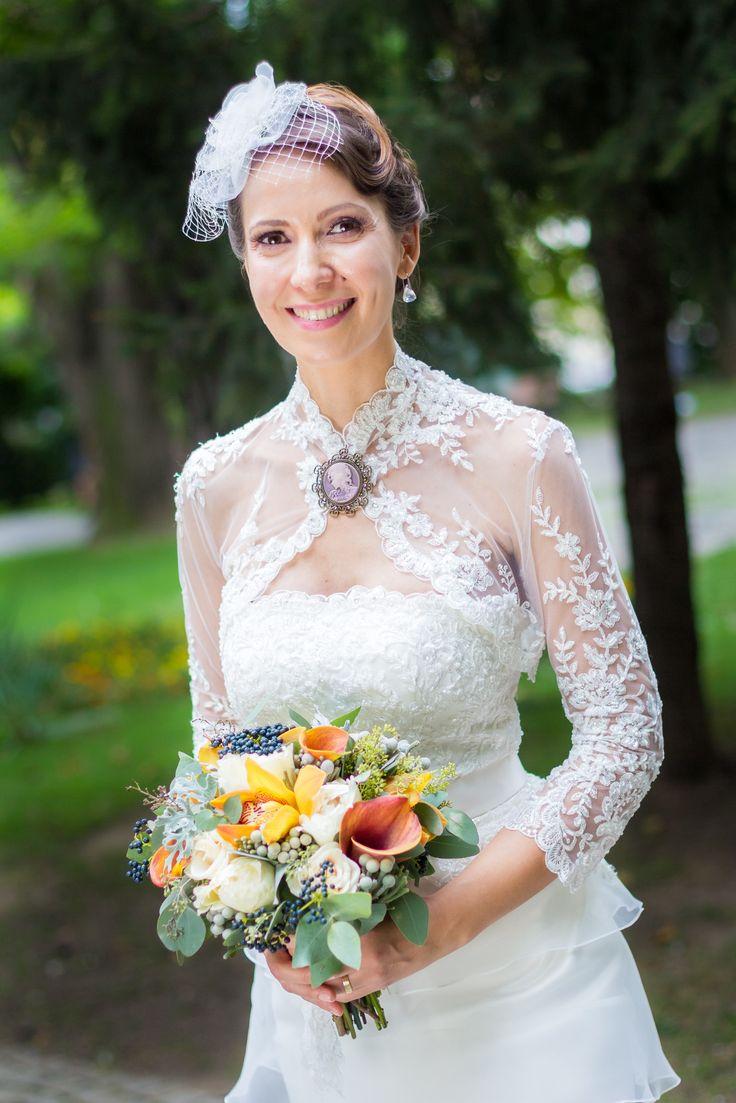 Gorgeous bride and her autumnal bouquet. Photo credit: https://www.facebook.com/Twenty9Studio