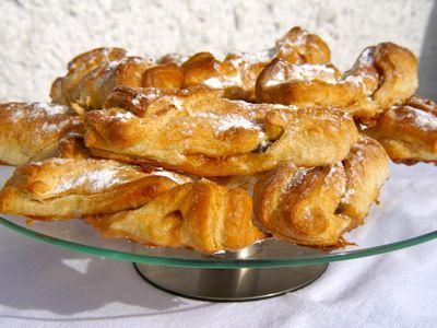 Deze keer maak ik het mezelf erg makkelijk door deze broodjes van croissantdeeg te maken. Het deeg kun je kant-en-klaar kopen in een kartonnetje en is redelijk lang houdbaar. Voor de karamel gebruik ik fudge, een zachte karamel uit Engeland. En lekker dat de broodjes waren!__