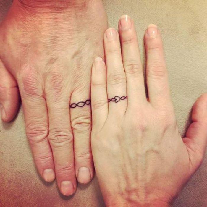 tattoo ideen fuer ehepaare, eheringe, finger tattoos fuer ehepartner