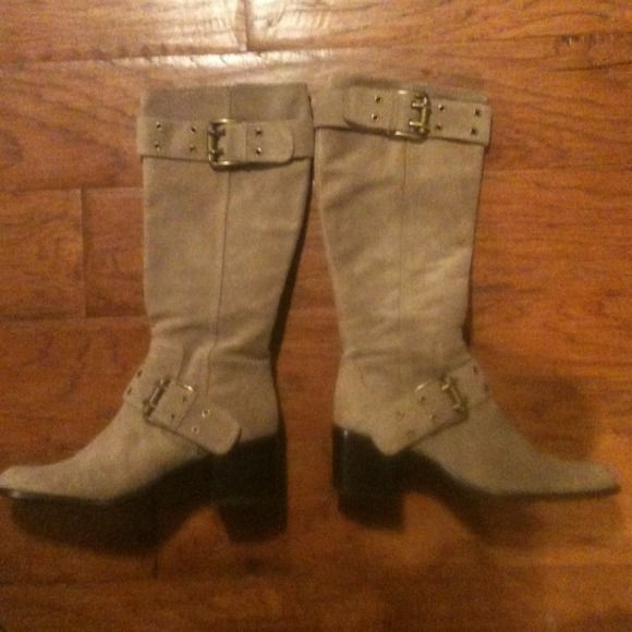 "Camel Sarah Bennett suede knee boots size 7M These boots were worn once ..they have 2"" heels ..  .. Scuff wear on the bottom edge ..not top .. paid 236 .. Still has paper and envelope card that comes with them ..kept in the box .. 7M .. Grab them up quick ! Sarah Bennett Shoes"
