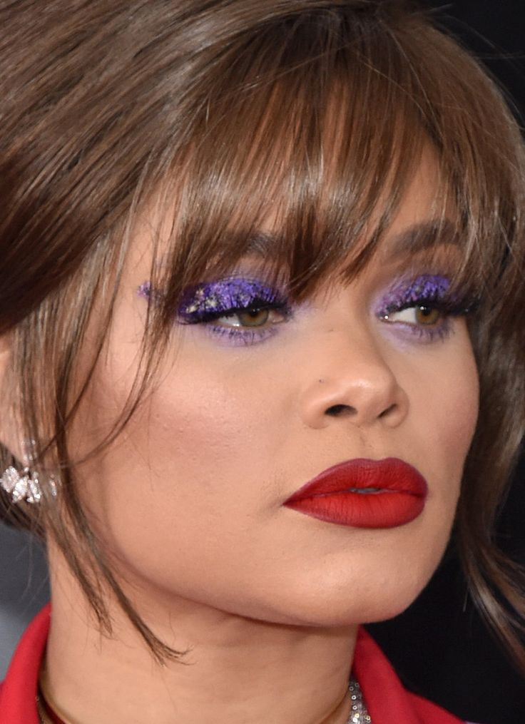 Andra Day is STUNNING! Love her purple winged eye shadow/eye liner. And she didn't shy away from a bold red lipstick.