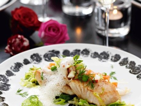 Milda fina smaker på både fisk och tillbehör. En söt sherry i ärtpurén passar perfekt.