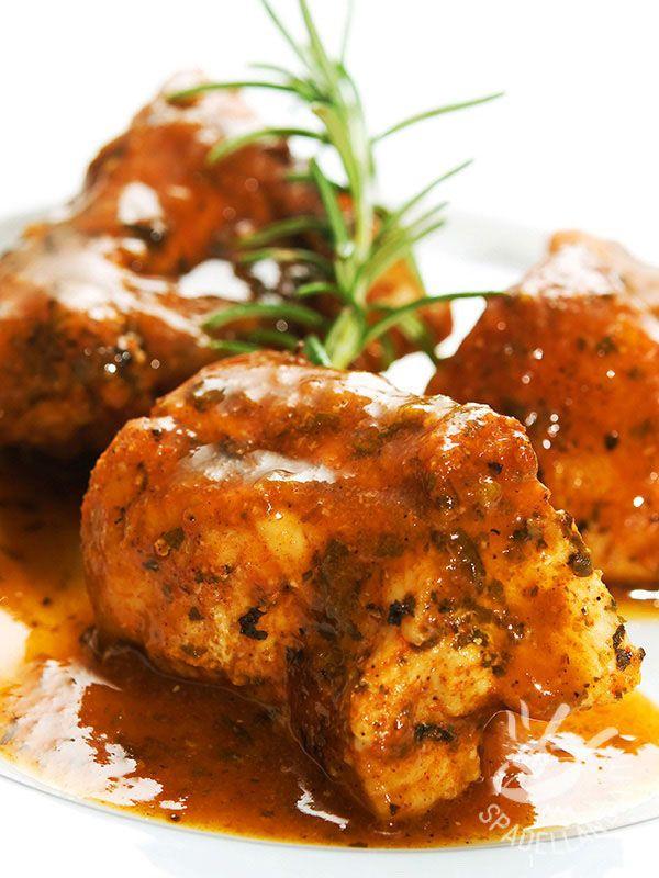 Buoni e molto appetitosi, i Bocconcini di pollo con pomodoro e curry regaleranno una grande soddisfazione ai vostri ospiti. Golosissimi!