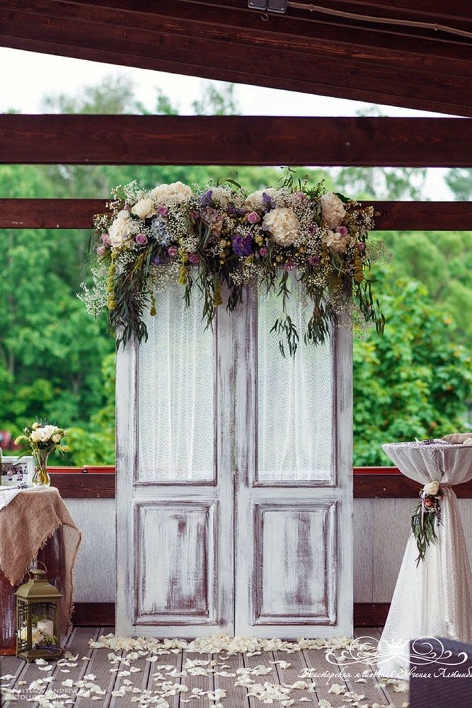 old door wedding decoration wedding background in the form of a white door decorated with flowers mmgnoveniy