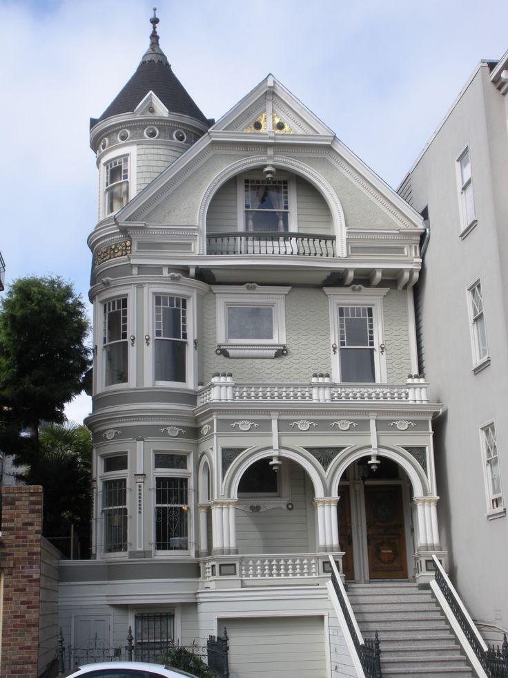 25 best ideas about queen anne houses on pinterest for Queen anne victorian